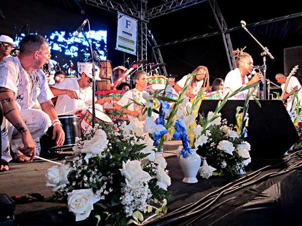Artistas se apresentam no palco da Prainha, no Lago Sul, em brasília (Foto: Lucas Nanini/G1)