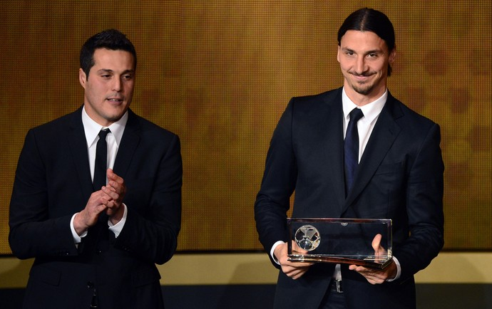 Julio Cesar e Ibrahimovic bola de ouro da FIFA (Foto: AFP)