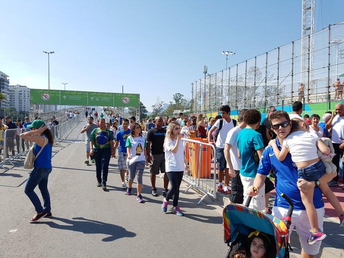 Fila para entrar Parque Olímpico (Foto: Helena Rebello)