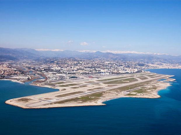 Aeroporto de Nice, na França, eleito um dos que oferecem os pousos mais belos do mundo (Foto: Divulgação/PrivateFly)