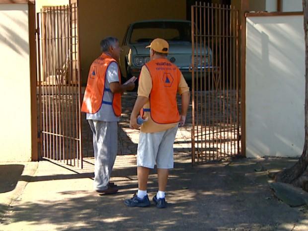 Agentes participam de mutirão contra a dengue em Campinas (Foto: Reprodução EPTV)