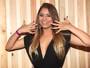 Lollapalooza: Lexa usa look curtinho e exibe unhas coloridas no festival
