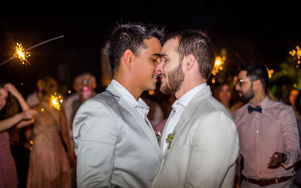 Hugo Pullen e Thiago Ribeiro casaram-se no civil em setembro de 2016 em Brasília (Foto: Rômulo Juracy/Divulgação)