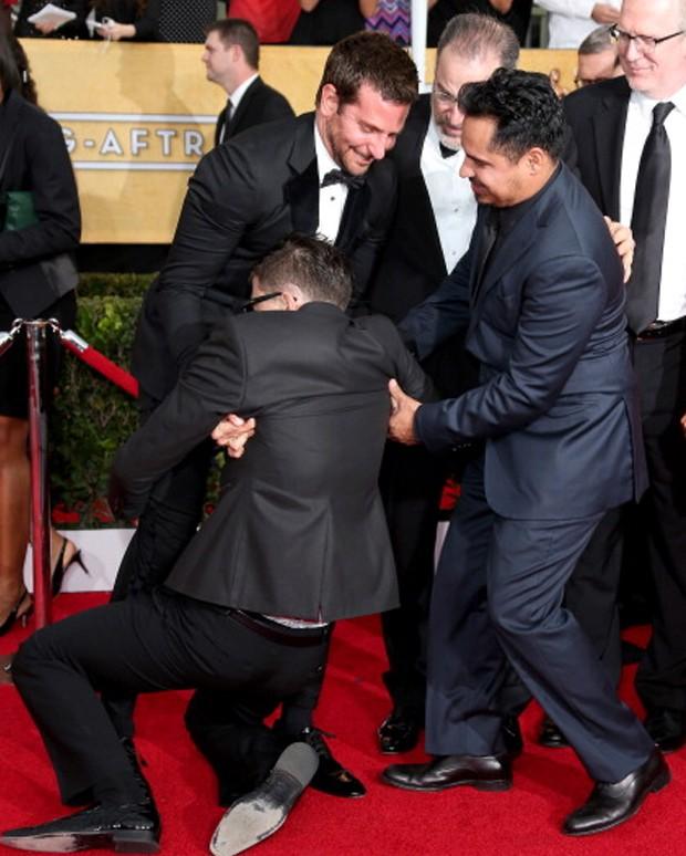 Vitalii ataca Bradley Cooper (Foto: Reprodução)
