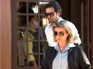Natália Ponte acompanha o irmão Alessandro Ponte no depoimento em São Joaquim da Barra (Foto: Reprodução/EPTV)