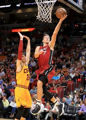 Goran Dragic foi o cestinha do Miami Heat (Foto: Getty Images)