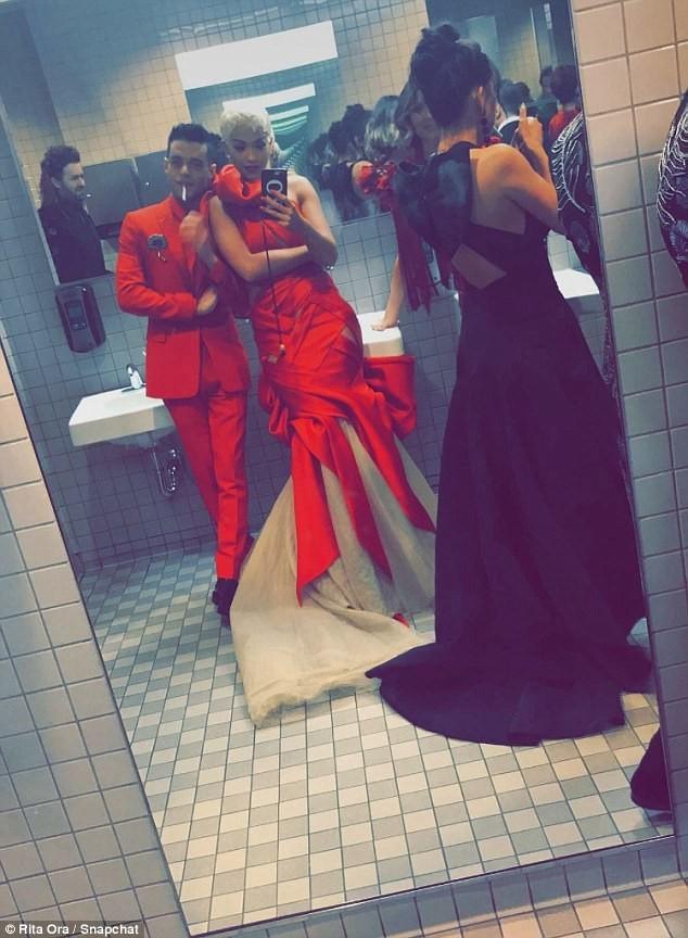 Rami Malek e Rita Ora (Foto: Snapchat/Reprodução)