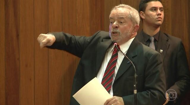 Defesa de Lula desiste de recurso que pedia a suspensão da prisão do ex-presidente