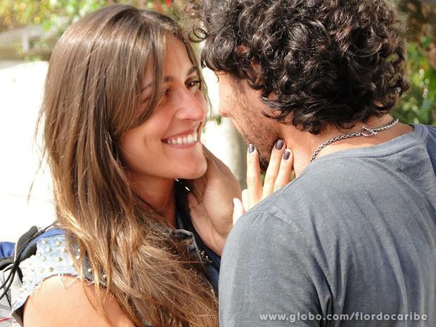 Lino se declara a Carol (Foto: Flor do Caribe / TV Globo)