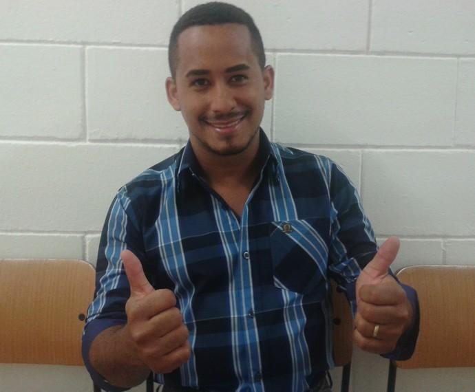 Hugo Rocha já foi carvoeiro, vendedor de verdura e pintor de parede (Foto: Daniel Gonçalves / Gshow)