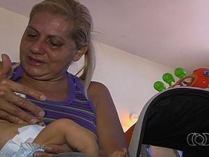 Juraci Quintino, avó bebê com 'ossos de vidro', Goiânia (Foto: Reprodução/ TV Anhanguera)