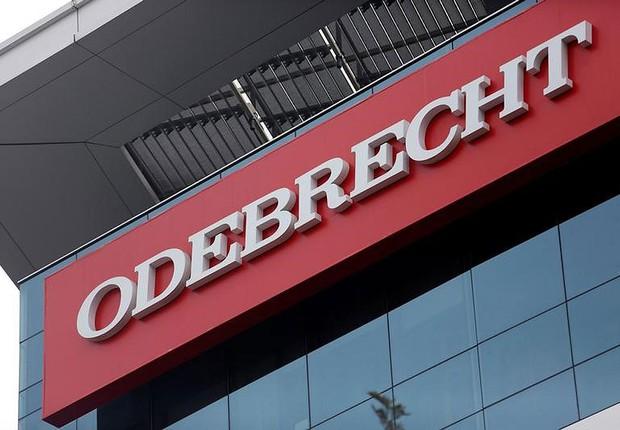 Logo da Odebrecht em edifício da empreiteira em Lima, no Peru (Foto: Janine Costa/Reuters)