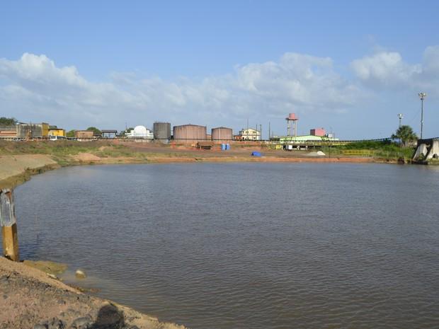 Área que foi 'engolida' pelo rio no acidente no porto da Anglo, em Santana (Foto: Graziela Miranda/ G1 Amapá)