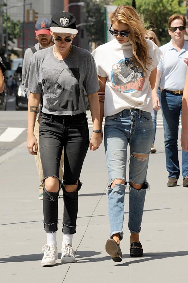 Kristen Stewart e Stella Maxwell (Foto: Grosby Group)