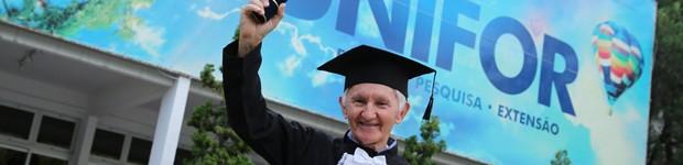 Conheça pessoas que se tornaram universitários os 50 anos (Conheça histórias de pessoas se tornaram universitárias depois dos 50 anos (editar título))