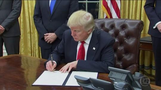 Trump assina medidas contra o Obamacare no 1º dia de governo