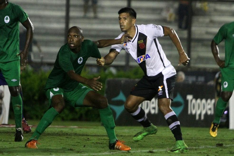 Julio dos Santos vai deixar o Vasco nos próximos dias (Foto: Paulo Fernandes / Vasco)