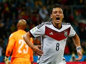 Ozil gol Alemanha x Argélia no Beira-Rio (Foto: Reuters)