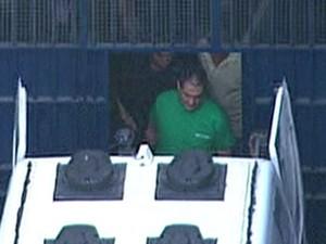 Roberto Jefferson deixou o presídio Ary Franco com o uniforme da Seap (Foto: Reprodução/TV Globo)