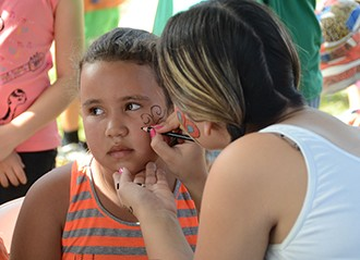 Pintura facial para as crianças (Foto: Marketing / TV Fronteira)