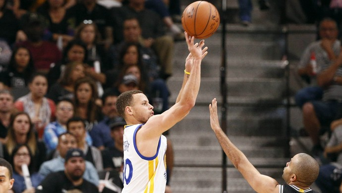 Curry Spurs x Warriors NBA Basquete (Foto: Reuters)