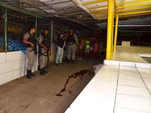 Adolescente é morto no Bairros dos Estados em João Pessoa (Foto: Walter Paparazzo/G1)