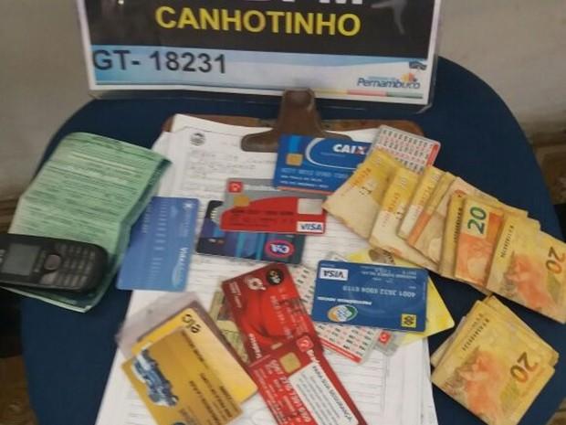 Homem suspeito de estelionato é preso em Canhotinho (Foto: Divulgação/Polícia Militar)
