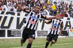 Tiago Pereira, atacante do Araxá e artilheiro do Módulo II, de 2012 (Foto: Divulgação Araxá Esporte)