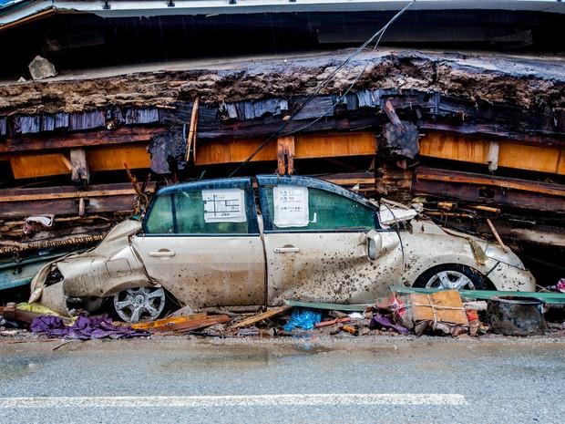 Fotos dos estragos causados pelo tsunami no Japão são utilizadas para conscientizar crianças sobre o uso de drogas (Foto: Wilton Mitsuo Miwa/ Arquivo Pessoal)