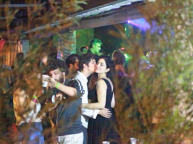 Letícia Sabatella e o marido, Fernando Alves Pinto, em festa na Zona Oeste do Rio (Foto: Dilson Silva e Delson Silva/ Ag. News)