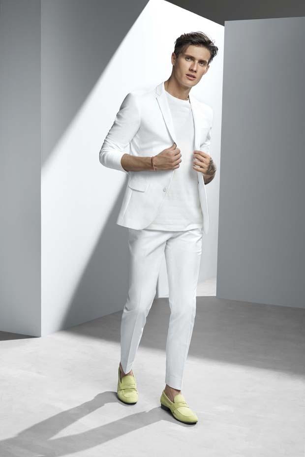 Look total Ricardo Almeida: blazer R$1.901, calça R$740, camiseta R$279 e sapato R$559 (Foto: Divulgação)