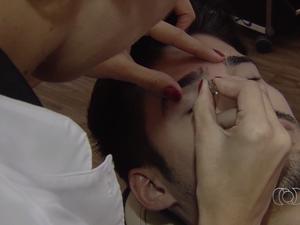 Homens também cuidam de barbas, sobrancelhas e unhas Goiás Goiânia (Foto: Reprodução/TV Anhanguera)