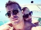 Thiago Martins curte férias em alto mar com Paloma Bernardi