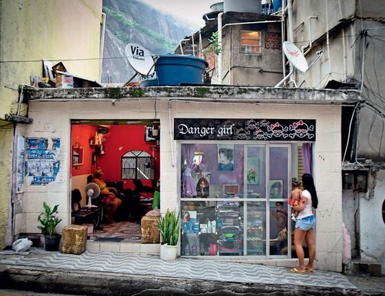 Salão de beleza na Rocinha,no Rio de Janeiro (Foto: Leticia Moreira/ Folhapress)