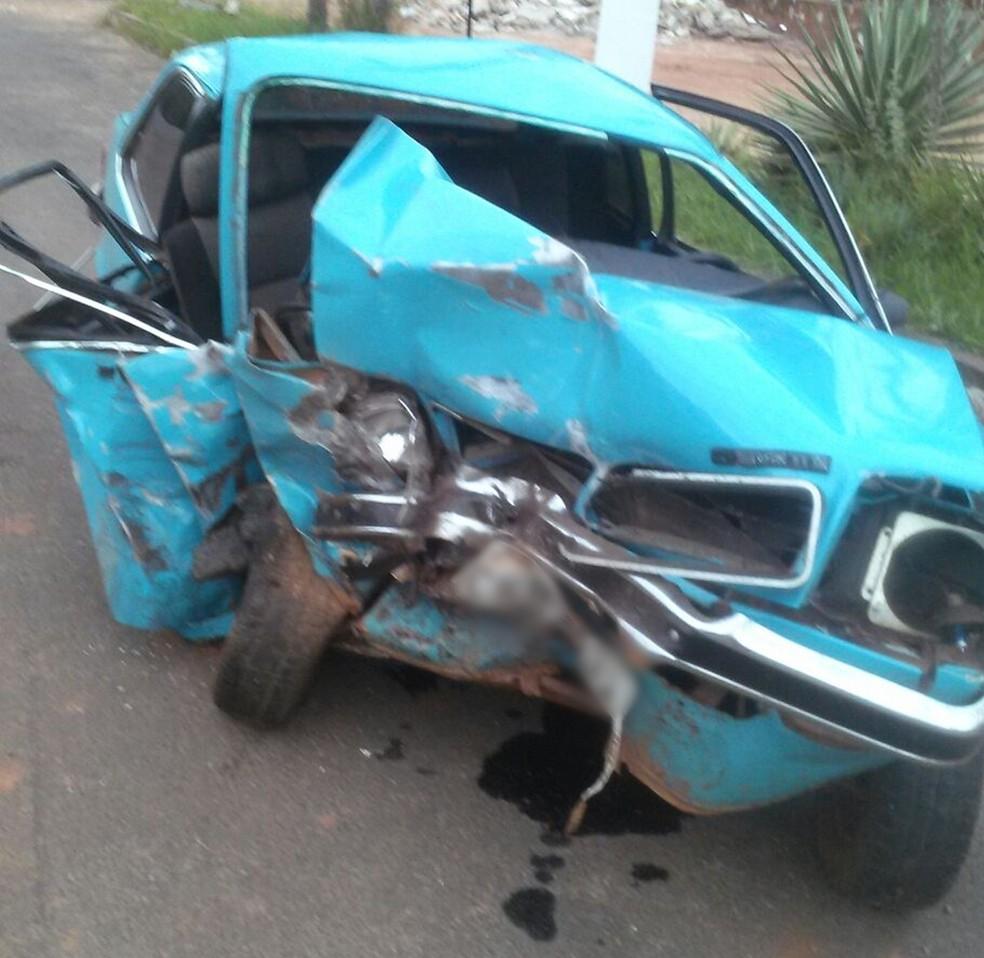 Duas pessoas ficaram feridas em acidente na Rodovia João Mellão em Avaré (Foto: Divulgação/Polícia Militar Rodoviária)