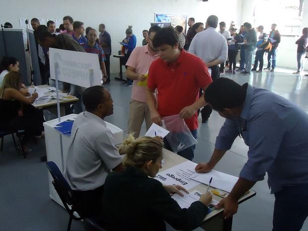 Candidatos a uma vaga de emprego participam de feira em Campinas (Foto: Du Paulino/Divulgação)