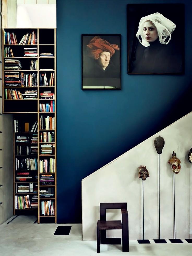 Décor do dia: azul índigo marca a escada