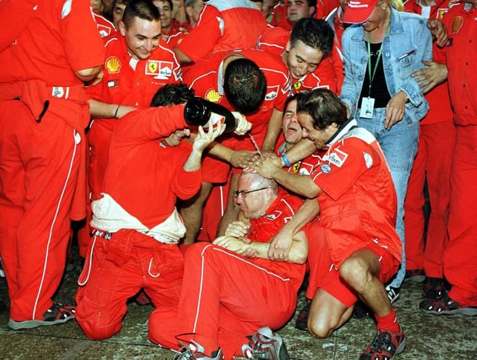 Michael Schumacher campeão mundial F1 2000 (Foto: Clive Mason/Getty Images)