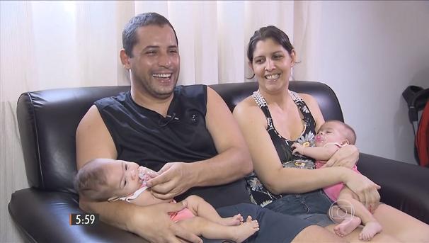 Junior e Karina, pais dos quíntuplos (Foto: Reprodução/TV Tribuna)