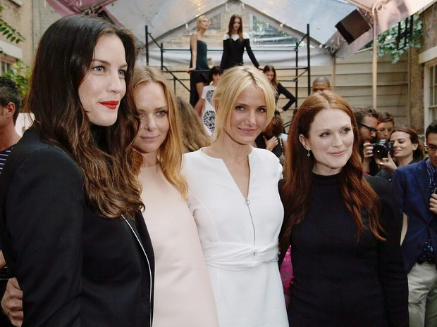 Liv Tyler, Stella McCartney, Cameron Diaz e Julianne Moore em evento em Nova York, nos Estados Unidos (Foto: Randy Brooke/ Getty Images)