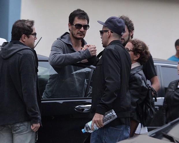 Clovys e Bernardo se cumprimentaram ao deixarem o local (Foto: Anderson Borde e Marcello Sá Barreto / AgNews)