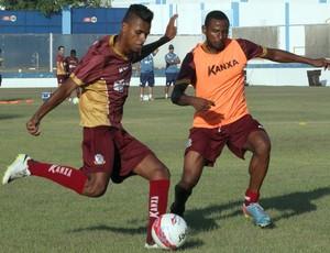 Max e Diego treinam no Macaé (Foto: Tiago Ferreira)