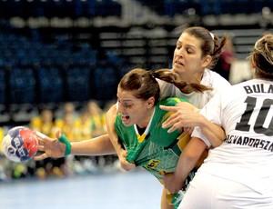 529a12186c59c Deonise Cavaleiro jogo handebol Brasil e Hungria (Foto  AP)