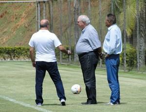 Gilvan, Valdir e Benecy, dirigentes do Cruzeiro (Foto: Léo Simonini)