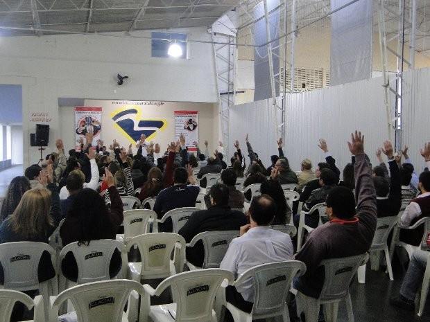 Bancários votam durante assembleia realizada nesta tarde (Foto: Divulgação/ Sindicato dos Bancários de Sorocaba e Região)