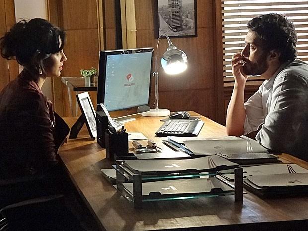 Rodrigo despacha Elisa para ficar a sós com Miriam  (Foto: Divulgação/TV Globo)