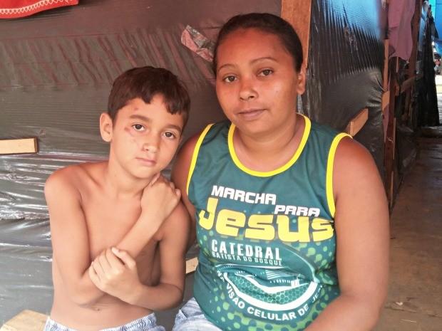Dona de casa descreve sensação de não ter para onde ir como desesperadora  (Foto: Iryá Rodrigues/G1)