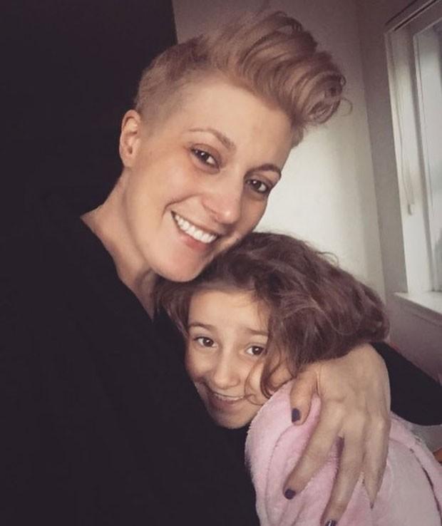 Alison con sua filha de sete anos, Bessie (Foto: BBC/Alison Habbal)