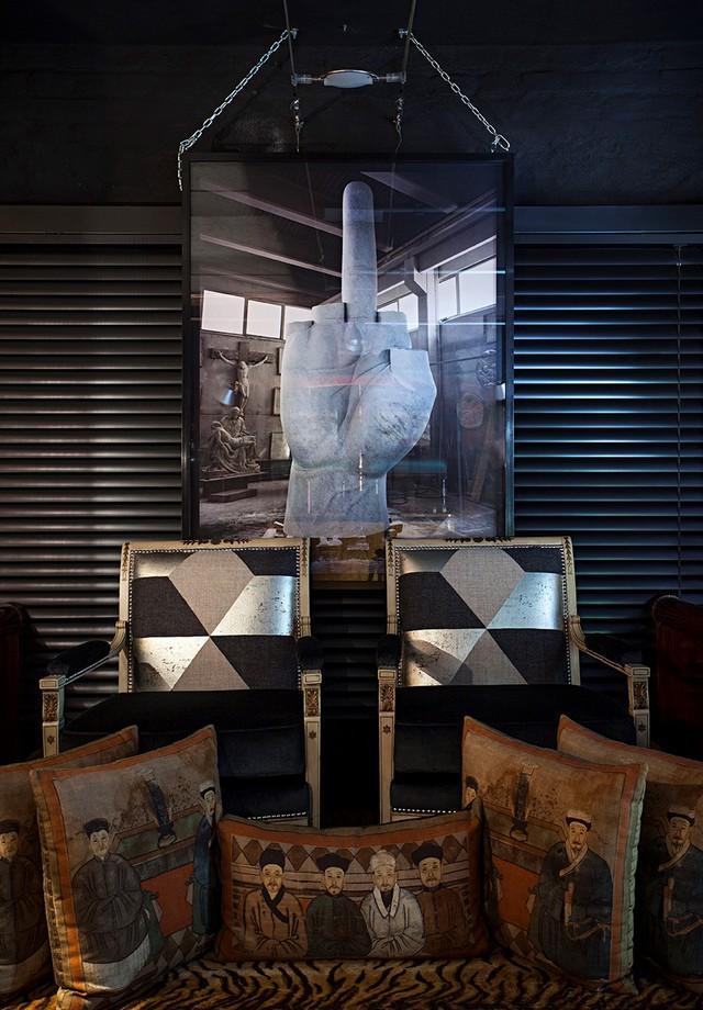 Quados e mesas de jantares também compõem o acervo do arquiteto Michel Safatle  (Foto: Divulgação)