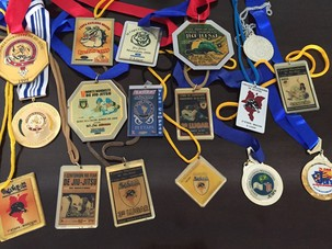 O ator coleciona medalhas dos tempos de atleta (Foto: Arquivo pessoal)